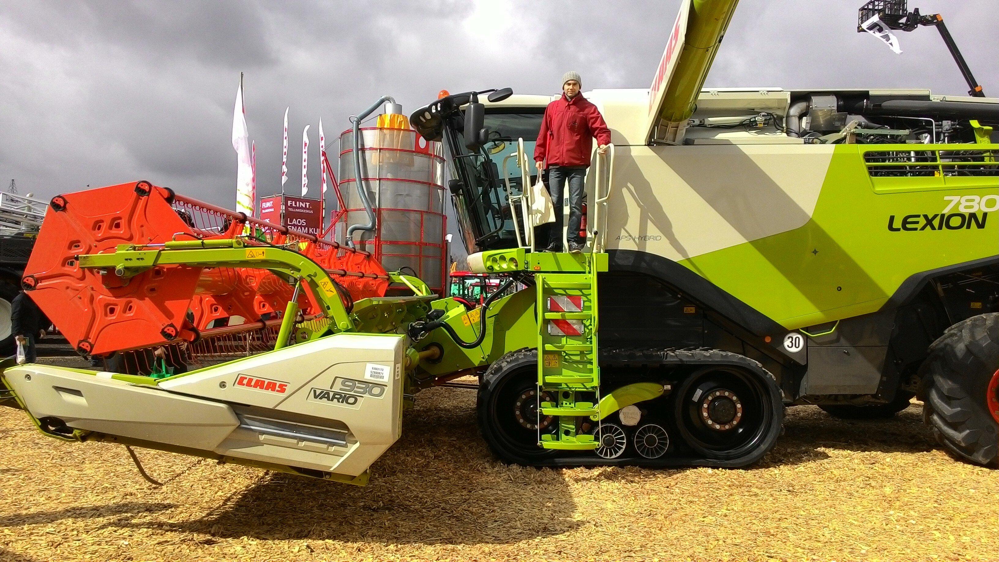 на выставке сельхозмашин и оборудования